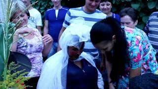 Необычный свадебный обычай (смотреть с юмором)