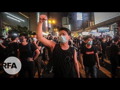 香港人正面临着身份危机下的抉择