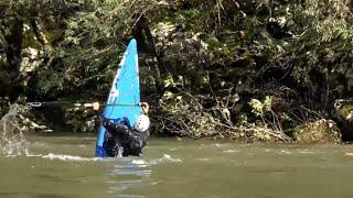 Ardèche - Canoë-kayak sur la rivière en crue (4K)