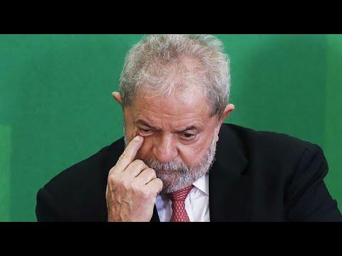 Lula é indiciado por tríplex que ele diz não ser seu