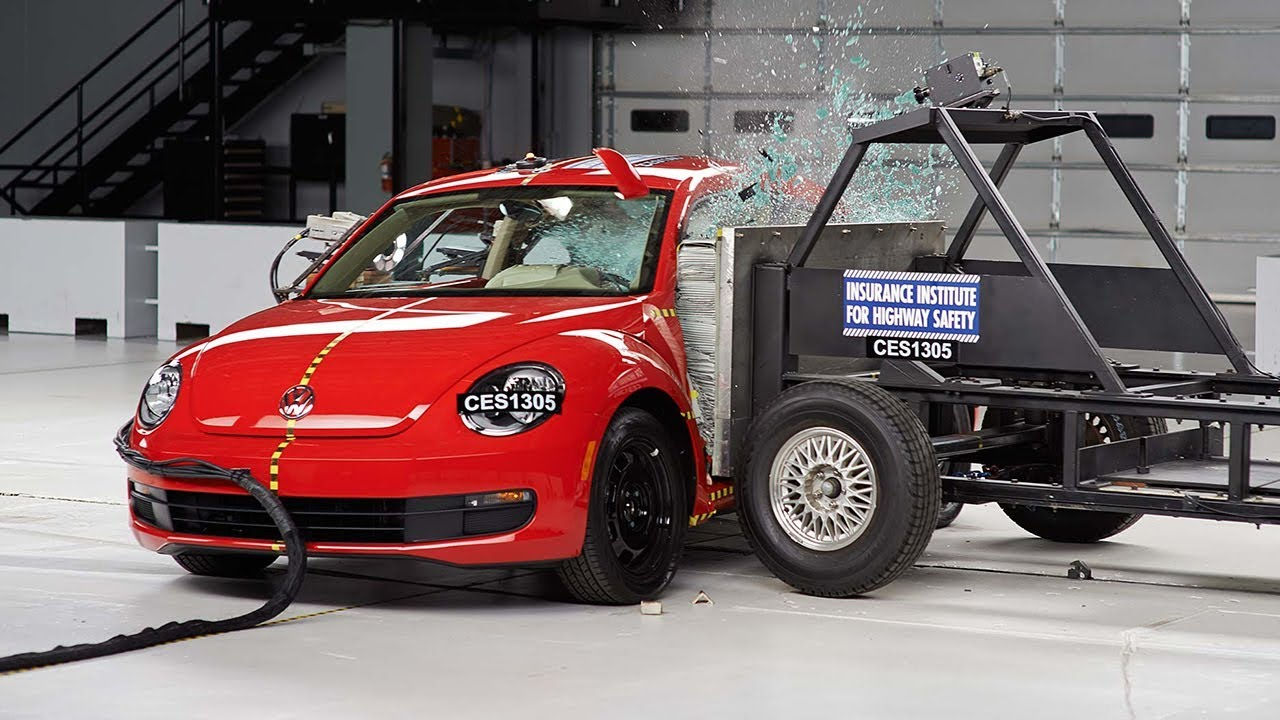 2013 Volkswagen Beetle side IIHS crash test - YouTube