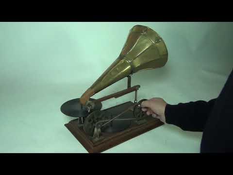 Berliner Hand Crank Phonograph