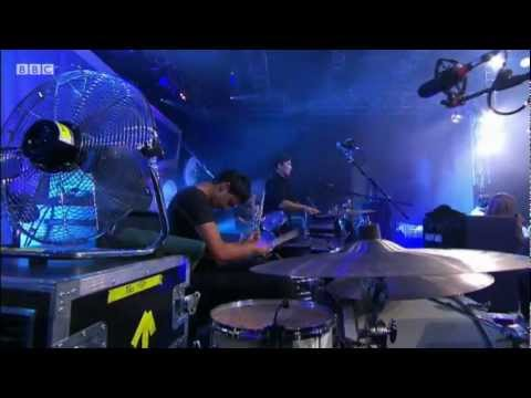 Bombay Bicycle Club perform 'Lights Out, Words Gone' at Reading Festival 2011 - BBC