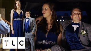 "6'9"" High School Girl Goes To Prom With Her 5'6"" Date 