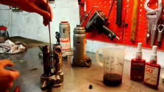faire fonctionner un cric la tête en bas presse hydraulique thumbnail