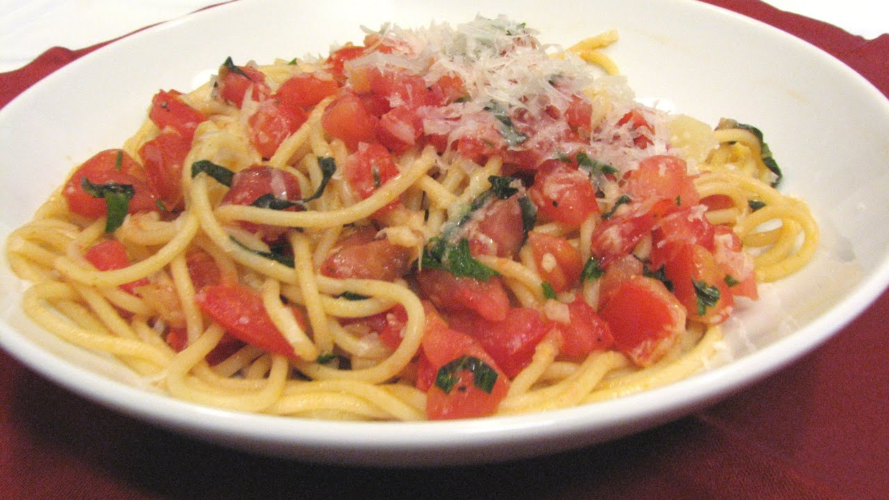Spaghetti with Fresh Tomato Sauce -- Lynn's Recipes - YouTube