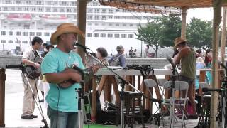 2013年8月3日(土)11時 横浜赤レンガ倉庫 砂浜のステージ.