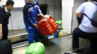ウズベキスタン 一人旅 タシュケント空港のブチギレ職員さん Uzubekistan Alone Trip Angry Airport staff
