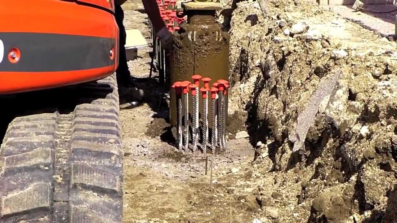 Creazione di pali di fondazione con trivella Geax Ek 40. Lavori eseguiti da DG Trivellazioni ...