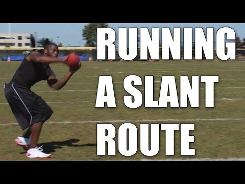 Earl Bennett : Football Slant Route