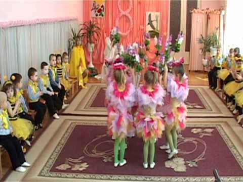 """Свято 8 Березня в Молодшій групі № 11 """"Курчатко"""". 2012 рік"""