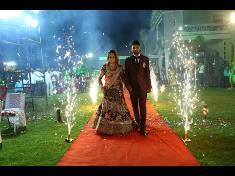 groom bride pyro entry    dulha dulhan    wedding reception    party    HD video