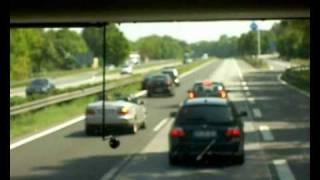Ein Idiot auf der Autobahn