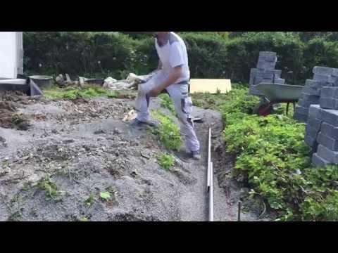Terrasse bauen Betonsteinmauer Gartenbau Garten