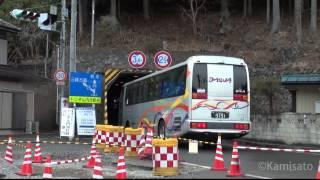 駒ヶ滝隧道に突っ込む大型観光バス(2013/03/10)