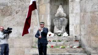 Konstantīna Pupura gājiens ar Latvijas karogu