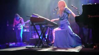 Tori Amos - Bouncing Off Clouds (Teatro Smeraldo Milano 2009-10-01)