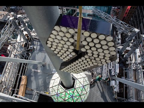 """Numeral """"9"""" Installation Atop One Times Square, NYC"""