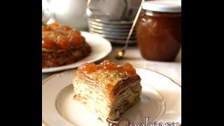 Блинный пирог, запеченный с яблоками и сметаной