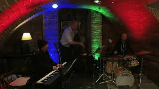 Jonathan Gee Trio w Marcus Vergette and Andy Trim  : Sound Cellar Poole Dec 2019 playing Bright Eyes