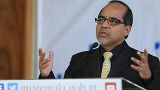 Conferencia de prensa del ministro de Educación, Oscar Hugo López