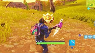 """Search between a Scarecrow, Pink Hotrod, and a Big Screen"" Location Fortnite Week 2 Challenges!"
