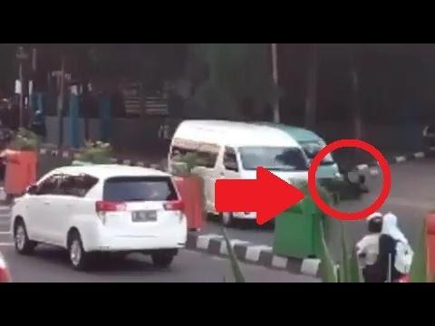ASTAGA Driver Grab ditabrak Sopir Angkot di Tangerang City saat Rusuh antar pengemudi angkot & ojek