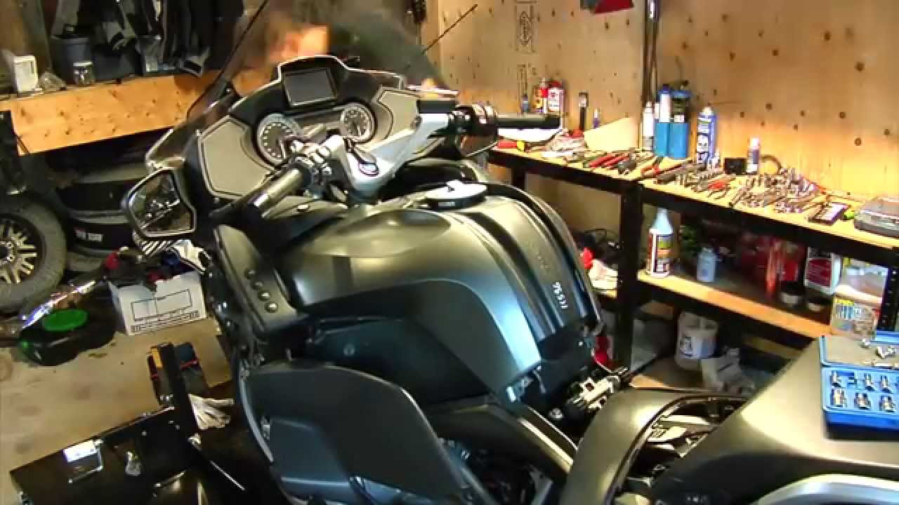 BMW R1200RT LC wethead oil and air filter replacement