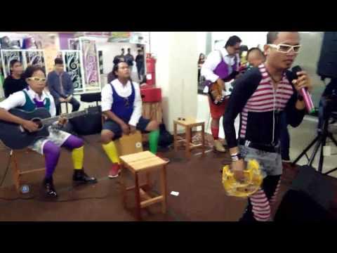 HANCUR BAND [HCR]-pengen jadi artis di (fashion show & Acoustic)