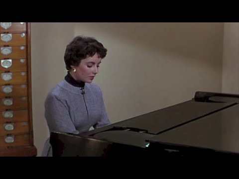 Great actors play the piano (3)