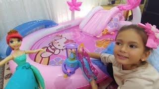 Prensesler yüzüyor, Hello kitty havuza su doldurduk, eğlenceli çocuk videosu