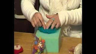 Nuestra web: www.espiritubosque.es En este video os mostramos cómo hacer una FLOR CON LANA AFIELTRADA muy sencilla de elaborar y con múltiples ...