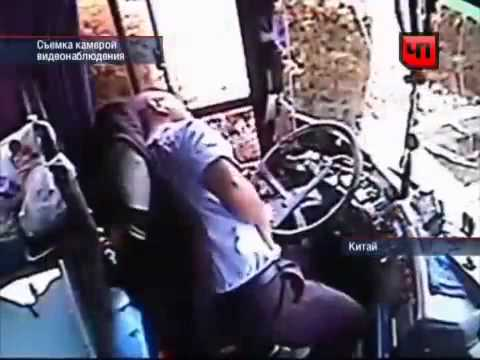 Перед смертью водитель автобуса спас пассажиров