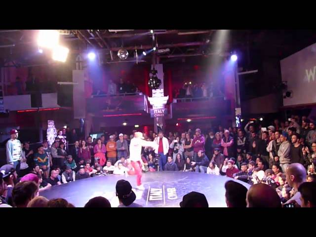 Extremo & Wicket - Judges Showcase Red Bull BC One Italy Cypher 2015