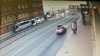 Авария с участием такси Спб 16.10.16(, 2016-10-20T13:02:20.000Z)