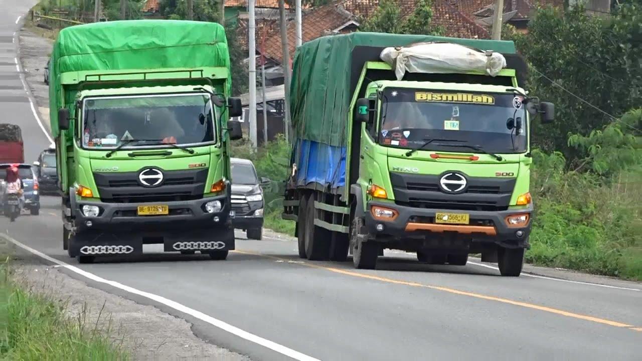 Hino Truck Heavy Load Long Hill Climb - Indonesian Road Trucking