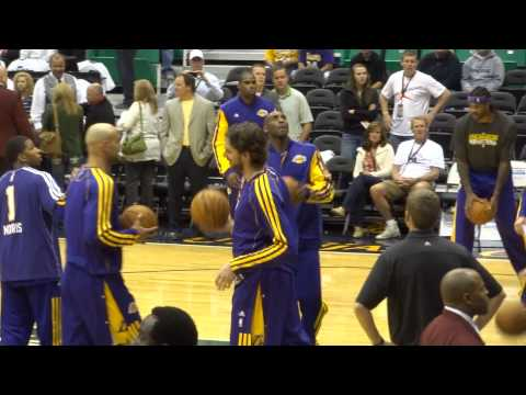 Kobe Bryant, Dwight Howard, Los Angeles Lakers warming up @ Utah Jazz