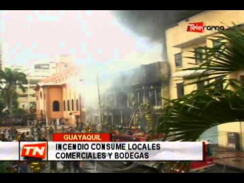 Incendio consume locales comerciales y bodegas