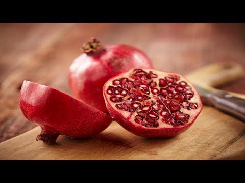Can you eat pomegranate seeds?