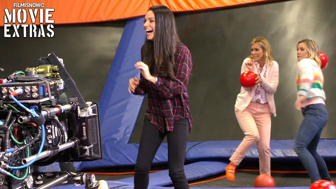 Go Behind The Scenes Of A Bad Moms Christmas 2017 Youtube