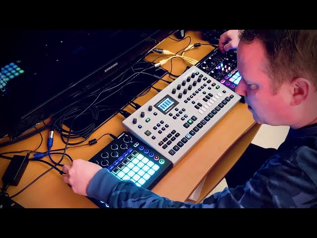 Elektron Analog Four MKII - Novation Circuit and Monostation - Live Melodic Techno Progressive House