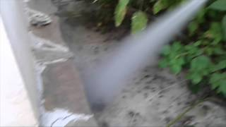 видео Осиное гнездо на балконе: как избавиться от ос