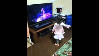 【嵐】2歳児が相葉くんのソロ曲Disco Starを踊ってみた