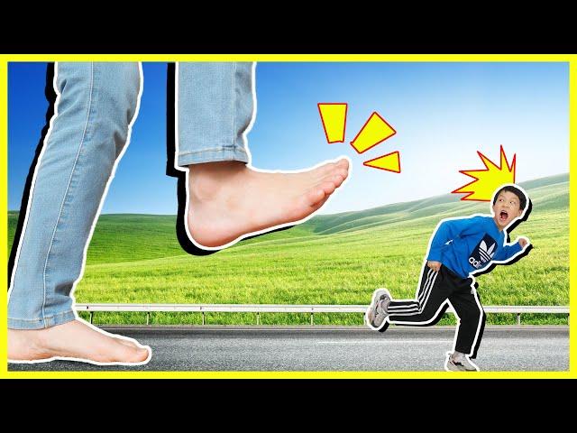누나가 거인이 됐어요!! 거대한 발바닥이 쫓아와요 육아 필수앱 헬피 상황극 놀이 Giant Feet for Kids  [제이제이 튜브-JJ tube]