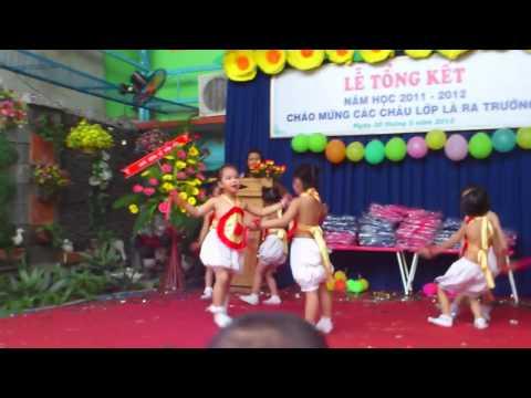 Bé Quỳnh Anh múa Bắc kim thang