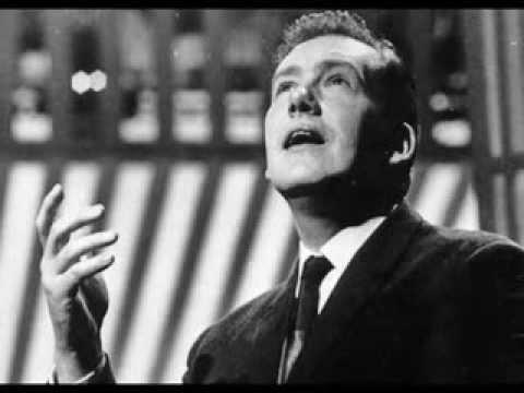 Kenneth McKellar sings