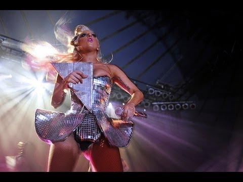Lady Gaga - Beautiful Dirty Rich (Live @ V Festival 2009) [HD - 3D]