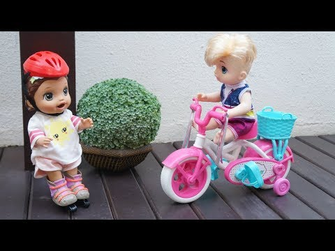 BABY ALIVE JUJU PATINANDO E BABY MENINO LUAN PEDALANDO NA BICICLETA ROSA