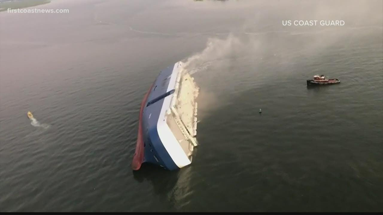 """""""I'm losing her,"""" Golden Ray captain describes moments before ship capsizes"""