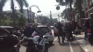 vuclip (Full Version) Video detik2 Tabrak lari di Bandung, pengejaran Honda Brio yang menegangkan